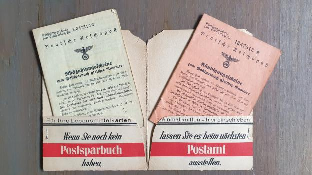 Deutsche Postsparbuchfolder with two booklets.